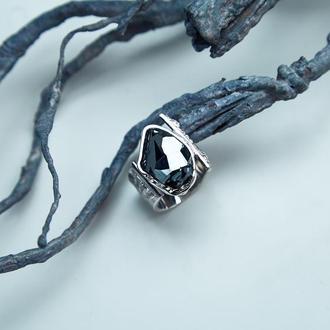 Кольцо с необработанным камнем гранат меланит