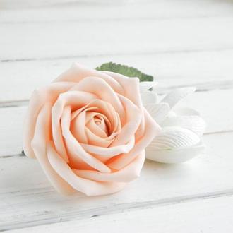 Заколка с персиковой розой и подснежниками в прическу