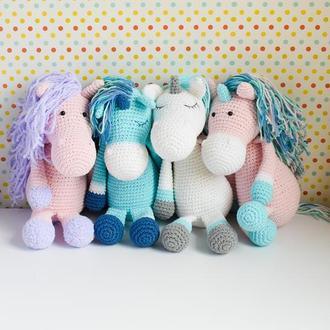 Вязаная нежная розовая лошадка с плюшевой гривой.  Подарок новорожденному.