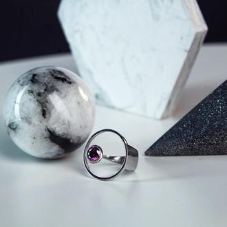 Кольцо в стиле геометрия с камнем фианит