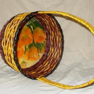 Плетеная корзина из бумажной лозы