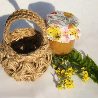 Вязаная корзинка из джута для подарка и декора