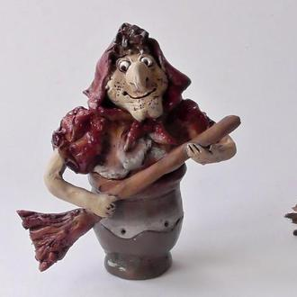 Статуэтка  Баба Яга добрая в ступе сувенир
