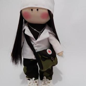 Куколка военный медработник