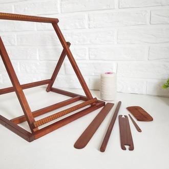 Полный набор для ткачества: станок, комплект инструментов, нить-основа для гобелена.