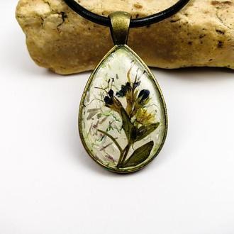 Авторский кулон - абстрктная миниатюра из сухих растений в ювелирной  смоле - подарок девушке