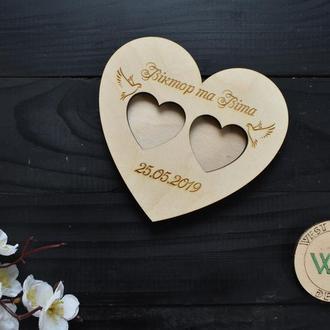 Блюдце/подставка для колец из дерева с гравировкой и голубями для свадебной церемонии