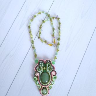 Подвеска с камнем агат  светло-зеленого цвета .