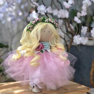 Сказочная белокурая цветочная фея