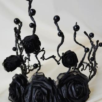Корона из черных роз