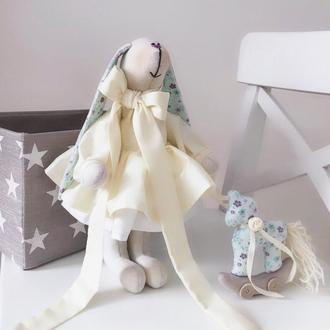 Подарочный набор Зайка Тильда с лошадкой декор детской комнаты