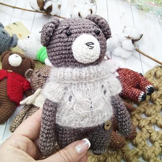 Вязаный мишка Первый друг (коричневый) в свитере