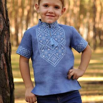 Вишиванка для хлопчика з дизайнерською вишивкою
