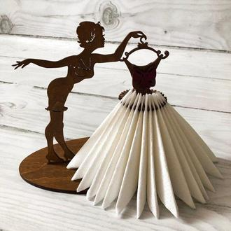 "Салфетница ""Девушка с платьем"""