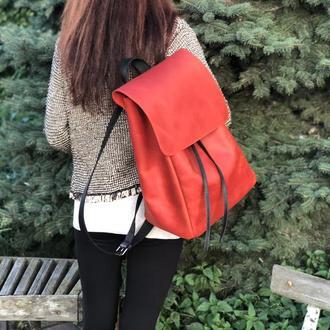 Большой красный кожаный рюкзак