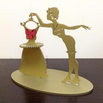 """Салфетница """"Девушка с платьем"""" золотая."""