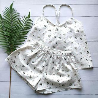 Женская пижама в мелкие цветы