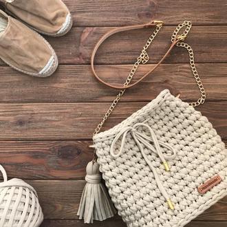 Вязаная сумка из трикотажной пряжи с кожаной фурнитурой