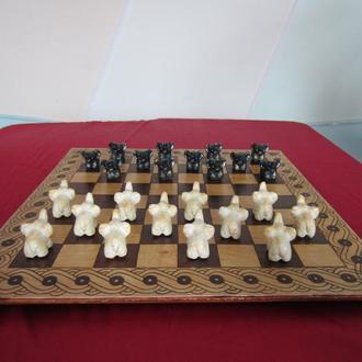 Шашки, шахівниця. Шашки, шахматная доска.
