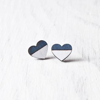 Сережки сердечки купить Киев, Сине белые серьги гвоздики деревянные