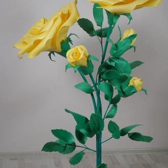 Декоративная желтая роза