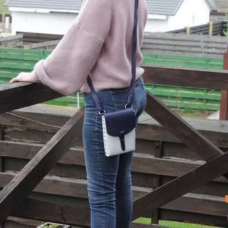 Женская сумка на заклепках