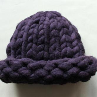 Модная вязаная шапка с пряжи австралийских мериносов