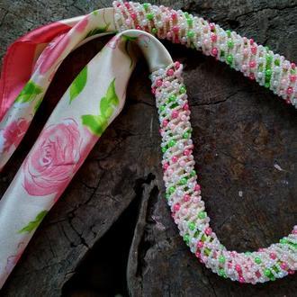 """Колье-платок """"Розовый сад""""."""