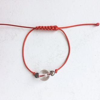 Захисний браслет на червоній нитці з кришталем і срібними сердечками