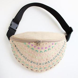 Поясная сумка с вышивкой , бананка из плотной ткани, бежевая сумка на пояс