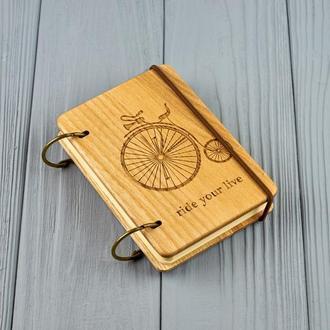 """Карманный блокнот из дерева формат А7 на кольцах """"Ретро велосипед"""""""