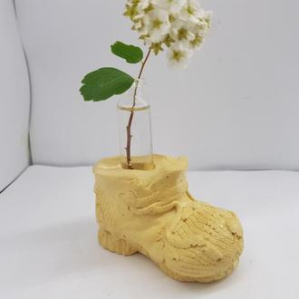 Креативная мини ваза для цветов из бетона и стекла в виде ботинка, сделанная вручную - желтая