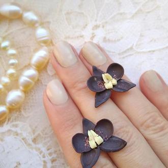 Серьги гвоздики  с цветами Черные орхидеи