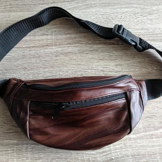 Большая бананка из натуральной кожи, сумка на пояс вместитетльная - коричневая с узором