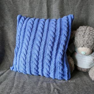 Диванная подушка (наволочка) декоративная вязаная голубая с геометрическим узором косы на пуговицах
