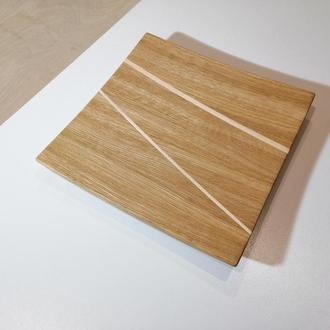 Деревянная тарелка квадратная из дуба с вставкой из клена