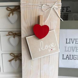 Рамка из сосновых планок с сердечком-прищепкой