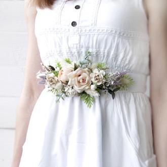 Бархатный пояс с цветами в кремово-пудровому цвету.