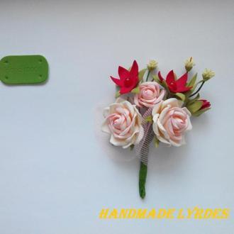 """Брошь-бутоньерка """"Букет с розами"""""""