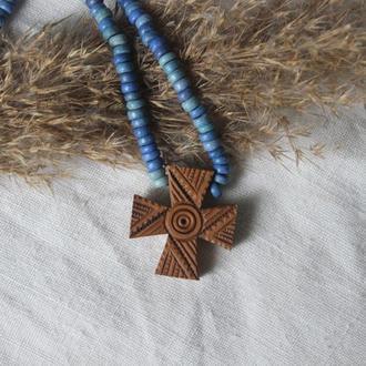 Намисто з дерев'яним хрестиком