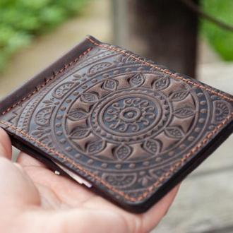 Зажим для денег кожаный коричневый с орнаментом тиснение солнце