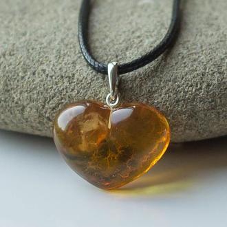 Кулон сердце из янтаря