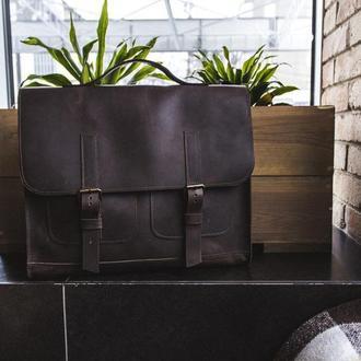 Вместительная и практичная сумка, не большого размера, через плечо.