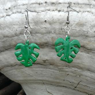 Зеленые серьги в виде листьев монстеры. Гипоаллергенные швензы.