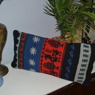 Подушка вязаная с перуанскими мотивами