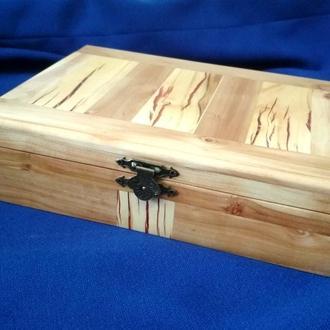 Скринька зі вставками з епоксидною смолою