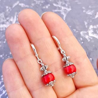 Сережки з натуральними коралами та срібними застібками серьги из красного коралла