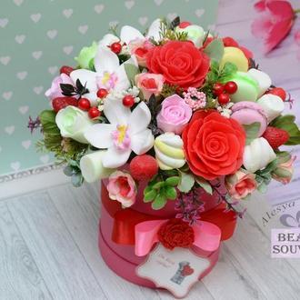 БУКЕТ из мыла в шляпной коробке, розы, орхидеи, сладости