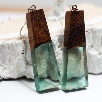 Бирюзовые длинные серьги из смолы и дерева - оригинальный подарок девушке