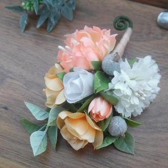 Бутоньерка для жениха, свидетеля в персиковом цвете Свадебные бутоньерки